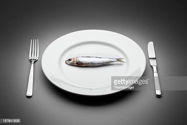 Sabrosos muerte de los peces. Cuchilla de horquilla mesa de restaurante de comida