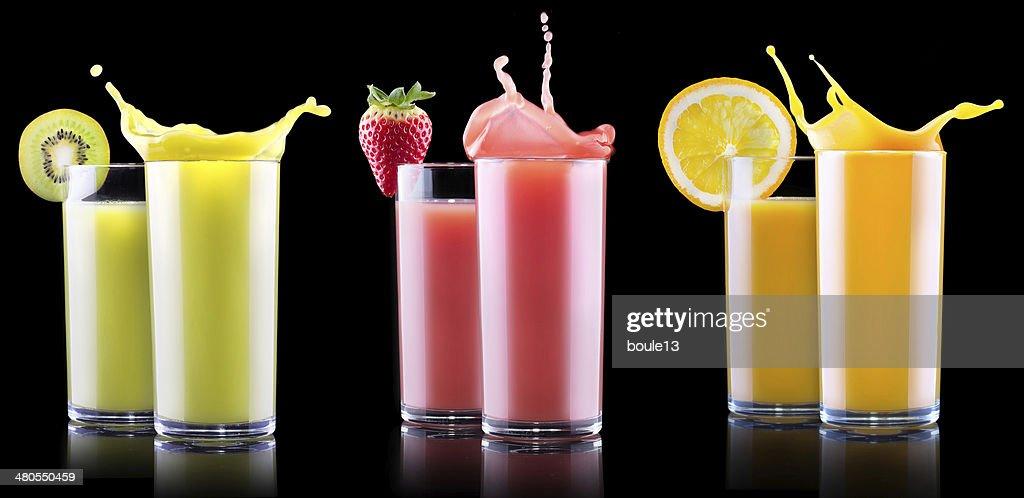 Deliciosos Frutas de Verão bebidas em vidro com salpicos : Foto de stock