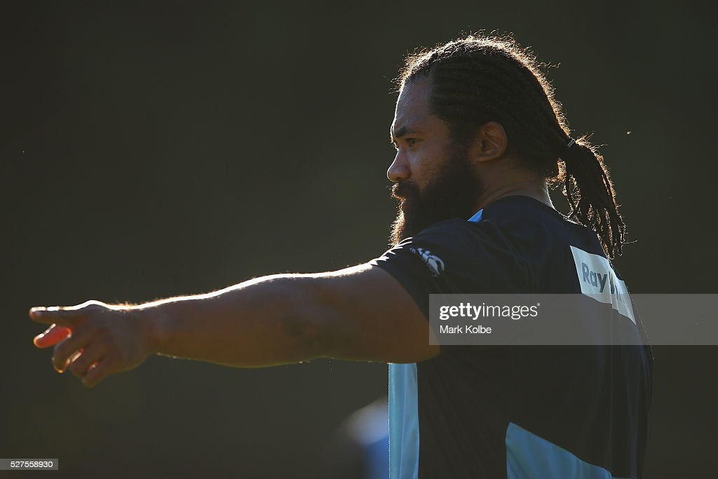 Tatafu Polota-Nau gives instructions to a team mate during a Waratahs Super Rugby training session at Kippax Lake on May 3, 2016 in Sydney, Australia.