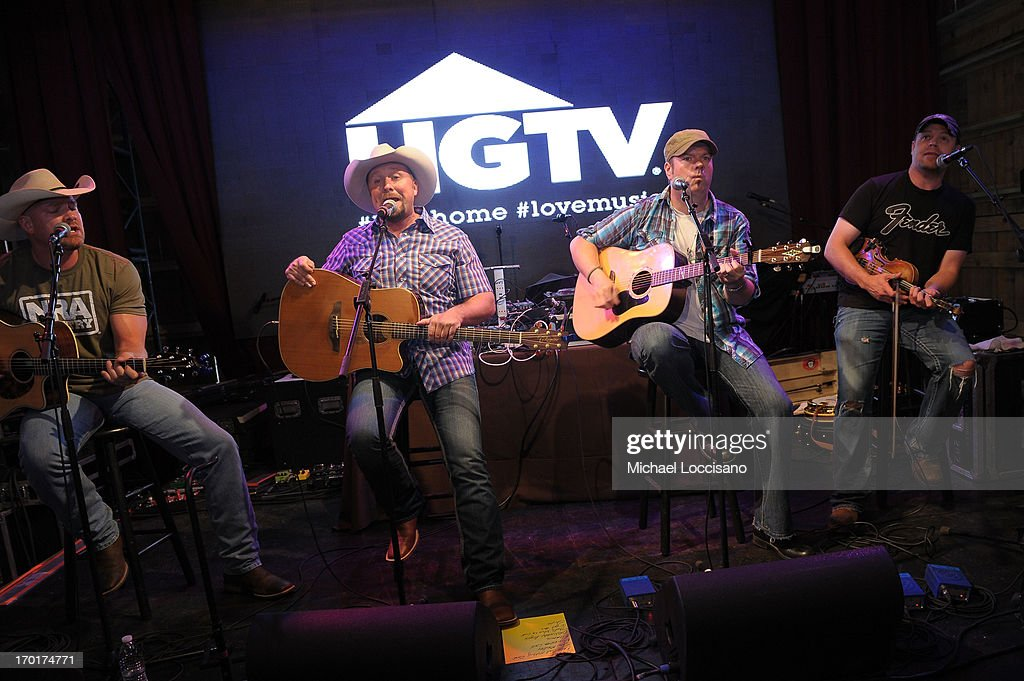 <a gi-track='captionPersonalityLinkClicked' href=/galleries/search?phrase=Tate+Stevens&family=editorial&specificpeople=9748309 ng-click='$event.stopPropagation()'>Tate Stevens</a> performs at HGTV'S The Lodge At CMA Music Fest - Day 3 on June 8, 2013 in Nashville, Tennessee.