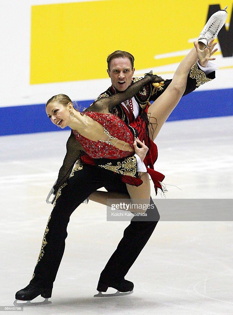 Tatiana Navka and Roman Kostomarov of Russia skate during the Grand Prix of Figure Skating Final 2005/2006, Ice Dancing Free Dance at Yoyogi National Gymnasium on December 17, 2005 in Tokyo, Japan.