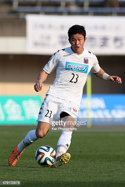 Tatsuki Nara of Consadole Sapporo in action during the JLeague second division match between Shonan Bellmare and Consadole Sapporo at Shonan BMW...