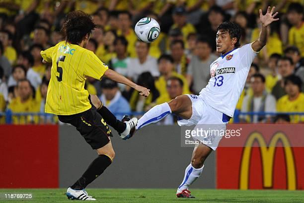Tatsuya Masushima of Kashiwa Reysol and Yuki Nakashima of Vegalta Sendai compete for the ball during the JLeague match between Kashiwa Reysol and...
