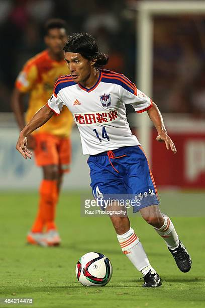 Tatsuya Tanaka of Albirex Niigata in action during the JLeague match between Shimizu SPulse and Albirex Niigata at IAI Stadium Nihondaira on August...
