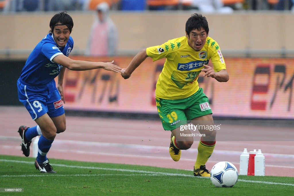 Tatsuya Yazawa #39 of JEF United Chiba in action during the J.League Second Division Play-off Final match between JEF United Chiba and Oita trinita at the National Stadium on November 23, 2012 in Tokyo, Japan.