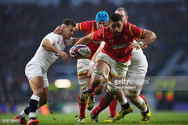 Taulupe Faletau of Wales breaks on the way to scoring his try during the RBS Six Nations match between England and Wales at Twickenham Stadium on...