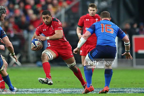 Taulupe Faletau of Wales faces upto Benjamin Kayser of France during the RBS Six Nations match between France and Wales at the Stade de France on...