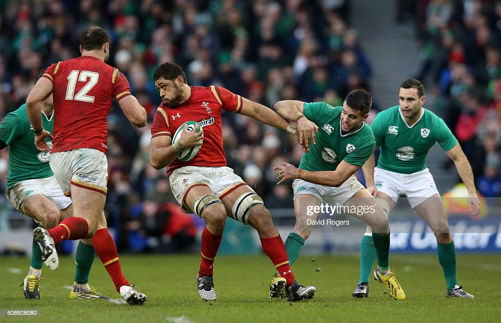 <a gi-track='captionPersonalityLinkClicked' href=/galleries/search?phrase=Taulupe+Faletau&family=editorial&specificpeople=12444794 ng-click='$event.stopPropagation()'>Taulupe Faletau</a> of Wales shrugs off <a gi-track='captionPersonalityLinkClicked' href=/galleries/search?phrase=Conor+Murray+-+Rugby+Player&family=editorial&specificpeople=6820654 ng-click='$event.stopPropagation()'>Conor Murray</a> of Ireland during the RBS Six Nations match between Ireland and Wales at the Aviva Stadium on February 7, 2016 in Dublin, Ireland.