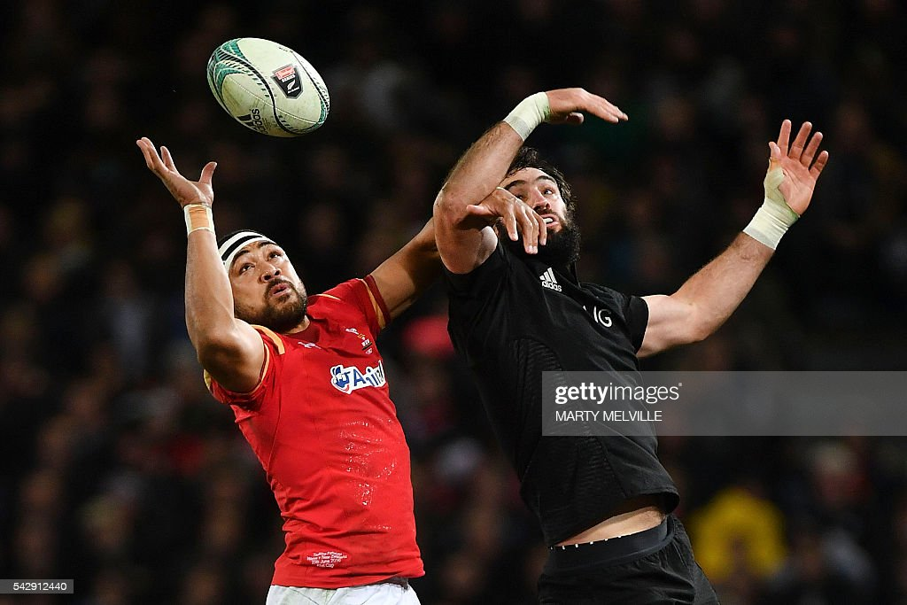 Taulupe Faletau (L) of Wales takes the lineout ball with New Zealand's Samuel Whitelock (R) during the third rugby union Test match between the New Zealand All Blacks and Wales at Forsyth Barr Stadium in Dunedin on June 25, 2016. / AFP / Marty Melville