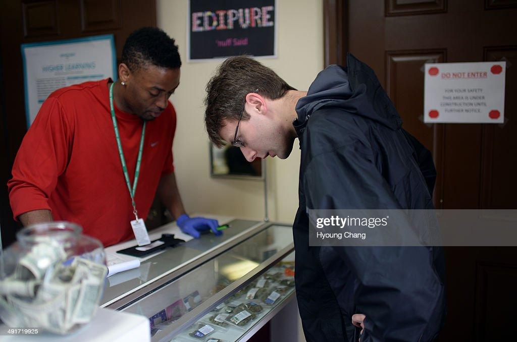 Taurean Wilson of Botana Care, left, helps Kevin Murphy of Arvada purchasing recreational marijuana. Northglenn, Colorado. May 16. 2014.