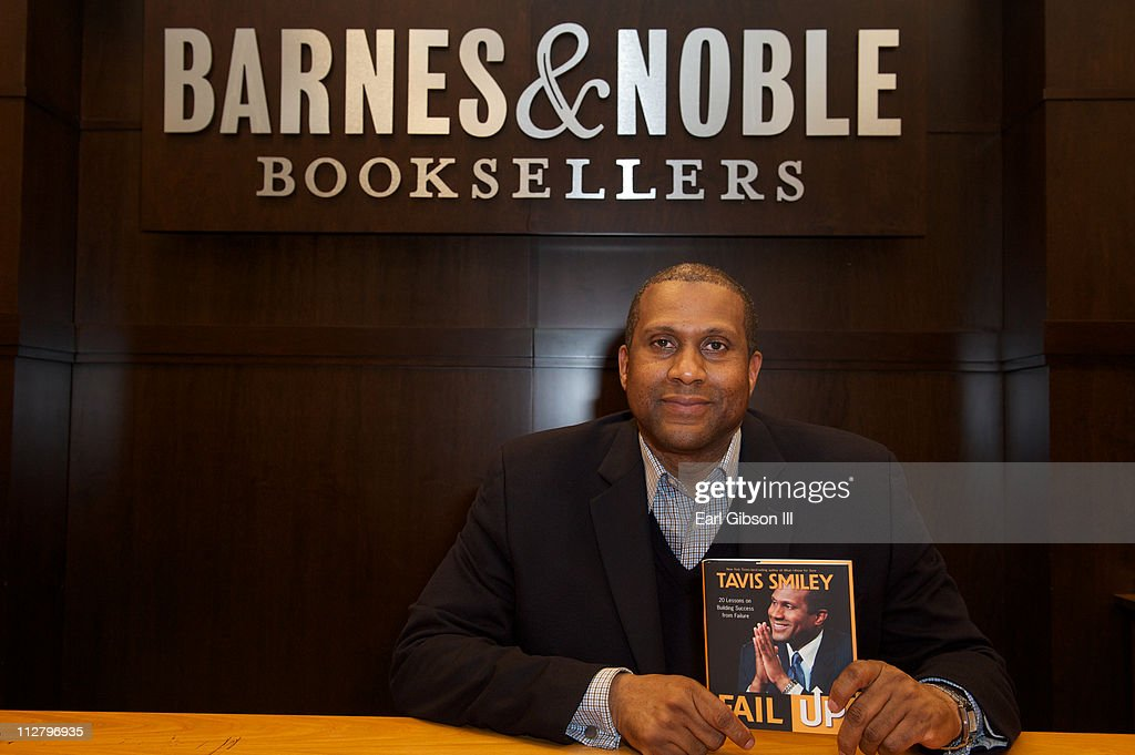 <a gi-track='captionPersonalityLinkClicked' href=/galleries/search?phrase=Tavis+Smiley&family=editorial&specificpeople=649798 ng-click='$event.stopPropagation()'>Tavis Smiley</a> holds his new book 'FAIL UP' at a book signing at Barnes & Noble bookstore at The Grove on April 21, 2011 in Los Angeles, California.