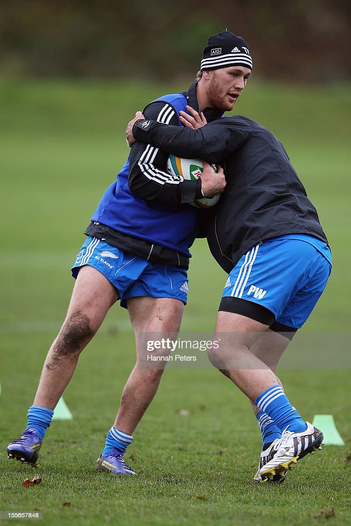 <a gi-track='captionPersonalityLinkClicked' href=/galleries/search?phrase=Tawera+Kerr-Barlow&family=editorial&specificpeople=5538648 ng-click='$event.stopPropagation()'>Tawera Kerr-Barlow</a> of the All Blacks runs through drills during a training session at Peffermill University on November 6, 2012 in Edinburgh, Scotland.