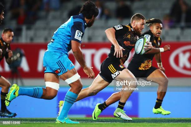 Tawera KerrBarlow of the Chiefs makes a break during the round 14 Super Rugby match between the Blues and the Chiefs and Eden Park on May 26 2017 in...
