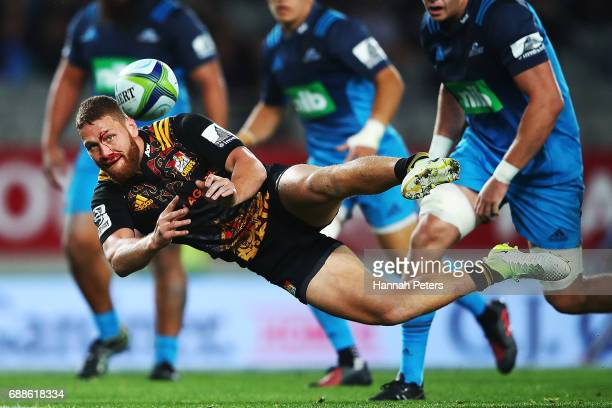 Tawera KerrBarlow of the Chiefs passes the ball out during the round 14 Super Rugby match between the Blues and the Chiefs and Eden Park on May 26...