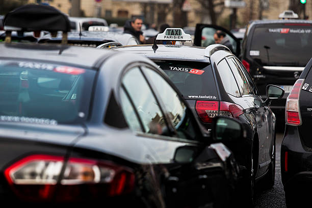 French Taxi Drivers Stae A Protest And Block Porte Malliot Square - Taxi porte maillot