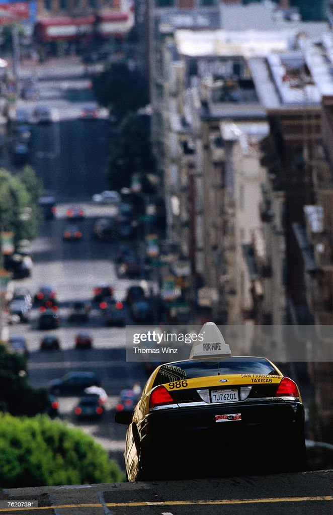 Taxi driving down Jones Street, San Francisco, California, United States of America, North America : Foto de stock