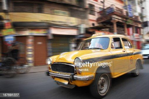 タクシーにインドのカルカッタに