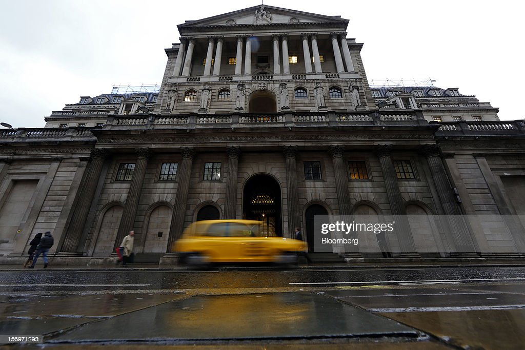 A taxi passes the Bank of England (BOE), in London, U.K., on Friday, Nov. 23, 2012. Bank of Canada Governor Mark Carney was unexpectedly appointed as the next head of the Bank of England, succeeding Mervyn King. Photographer: Simon Dawson/Bloomberg via Getty Images