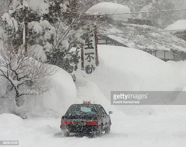 Taxi runs in snow on January 11 2005 in Tsunanmachi Niigata Prefecture Japan The record snowfall has killed about 70 people across Japan and the...
