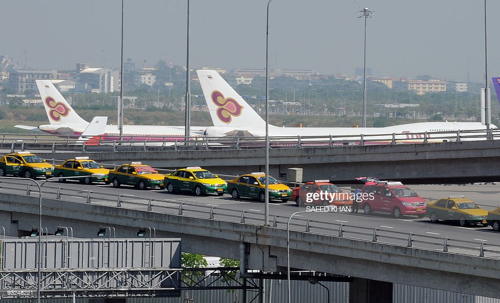 Taxis queue up at the partially operational Suvarnabhumi airport in Bangkok on December 4 2008 Thai Airways is planning to sue antigovernment...