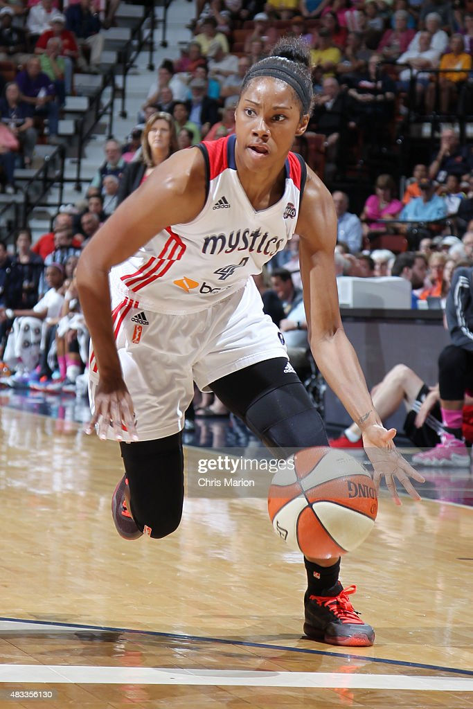 Tayler Hill #4 of the Washington Mystics handles the ball against the Connecticut Sun on August 7, 2015 at the Mohegan Sun Arena in Uncasville, Connecticut.