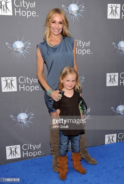 Taylor Armstrong arrives with her daughter Kennedy for the City of Hope honoring Shelli And Irving Azoff with the 2011 Spirit of Life award at...