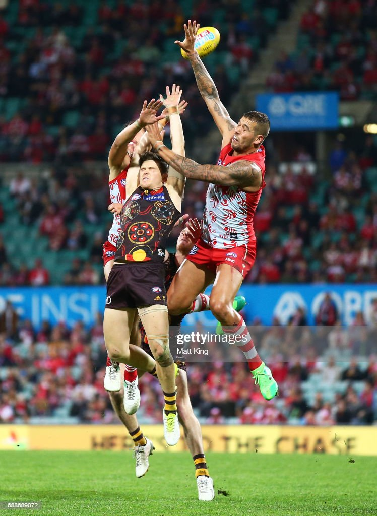 Taylor Duryea of the Hawks is challenged by Lance Franklin of the Swans during the round 10 AFL match between the Sydney Swans and the Hawthorn Hawks at Sydney Cricket Ground on May 26, 2017 in Sydney, Australia.