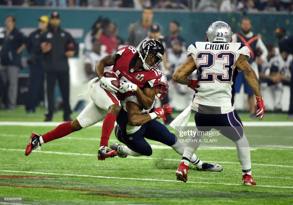 TOPSHOT - Taylor Gabriel #18 of the Atlanta Falcons makes a run against Eric Rowe #25 of the New England Patriots during the third quarter of the Super Bowl 51 at NRG Stadium on February 5, 2017 in Houston, Texas. / AFP PHOTO / Timothy A. CLARY