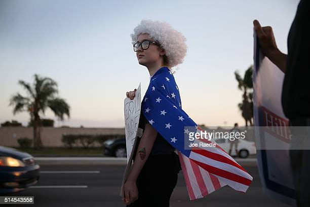 Taylor Goggins stands with other people as they wait for the start of the debate between Democratic presidential candidate Senator Bernie Sanders and...