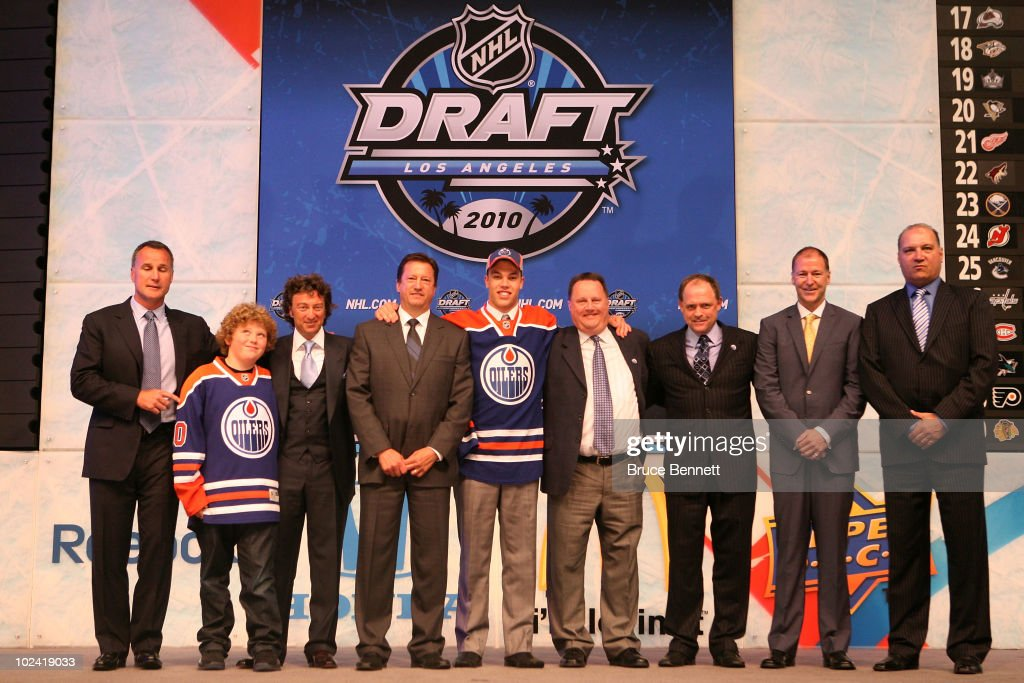 <a gi-track='captionPersonalityLinkClicked' href=/galleries/search?phrase=Taylor+Hall&family=editorial&specificpeople=2808377 ng-click='$event.stopPropagation()'>Taylor Hall</a>, drafted #1 overall by the Edmonton Oilers, poses with team personnel during the 2010 NHL Entry Draft at Staples Center on June 25, 2010 in Los Angeles, California.
