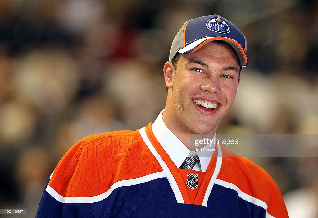 <a gi-track='captionPersonalityLinkClicked' href=/galleries/search?phrase=Taylor+Hall&family=editorial&specificpeople=2808377 ng-click='$event.stopPropagation()'>Taylor Hall</a>, drafted #1 overall by the Edmonton Oilers, smiles to the crowd after being drafted during the 2010 NHL Entry Draft at Staples Center on June 25, 2010 in Los Angeles, California.