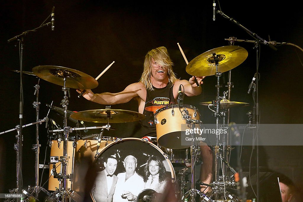 <a gi-track='captionPersonalityLinkClicked' href=/galleries/search?phrase=Taylor+Hawkins&family=editorial&specificpeople=220594 ng-click='$event.stopPropagation()'>Taylor Hawkins</a> performs in concert at the Sound City showcase at Stubbs BBQ during the South By Southwest Music Festival on March 14, 2013 in Austin, Texas.