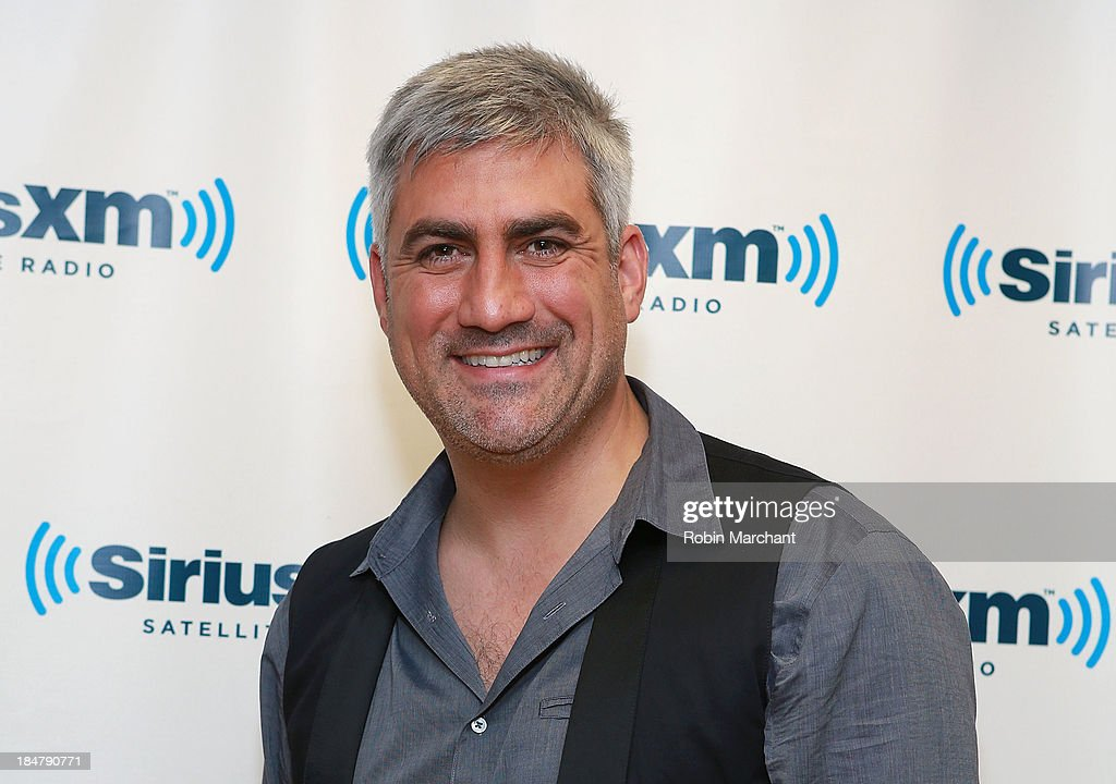 <a gi-track='captionPersonalityLinkClicked' href=/galleries/search?phrase=Taylor+Hicks&family=editorial&specificpeople=451552 ng-click='$event.stopPropagation()'>Taylor Hicks</a> visits SiriusXM Studios on October 16, 2013 in New York City.