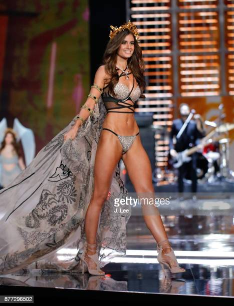 Taylor Hill at the 2017 Victoria's Secret Fashion Show on November 20 2017 in Shanghai China