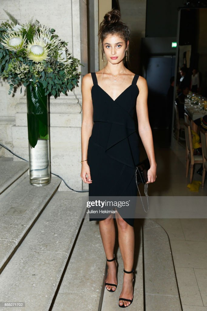 Taylor Hill attends the Atelier Swarovski By Jason Wu dinner as part of the Paris Fashion Week Womenswear Spring/Summer 2018 on September 28, 2017 in Paris, France.