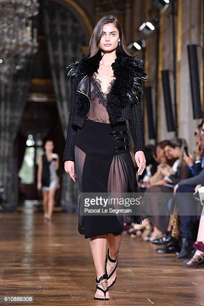 Taylor Hill walks the runway during the Lanvin show as part of the Paris Fashion Week Womenswear Spring/Summer 2017 on September 28 2016 in Paris...