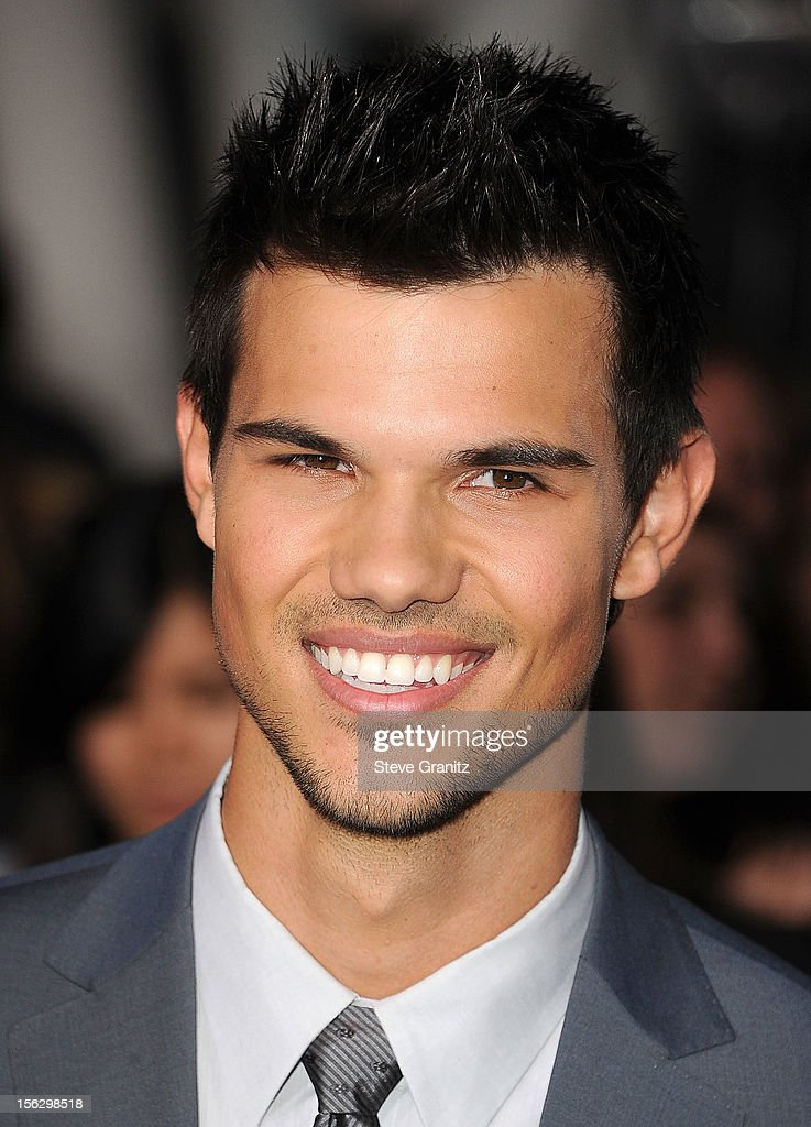 Taylor Lautner arrives at the 'The Twilight Saga: Breaking Dawn - Part 2' Los Angeles Premiere at Nokia Theatre L.A. Live on November 12, 2012 in Los Angeles, California.