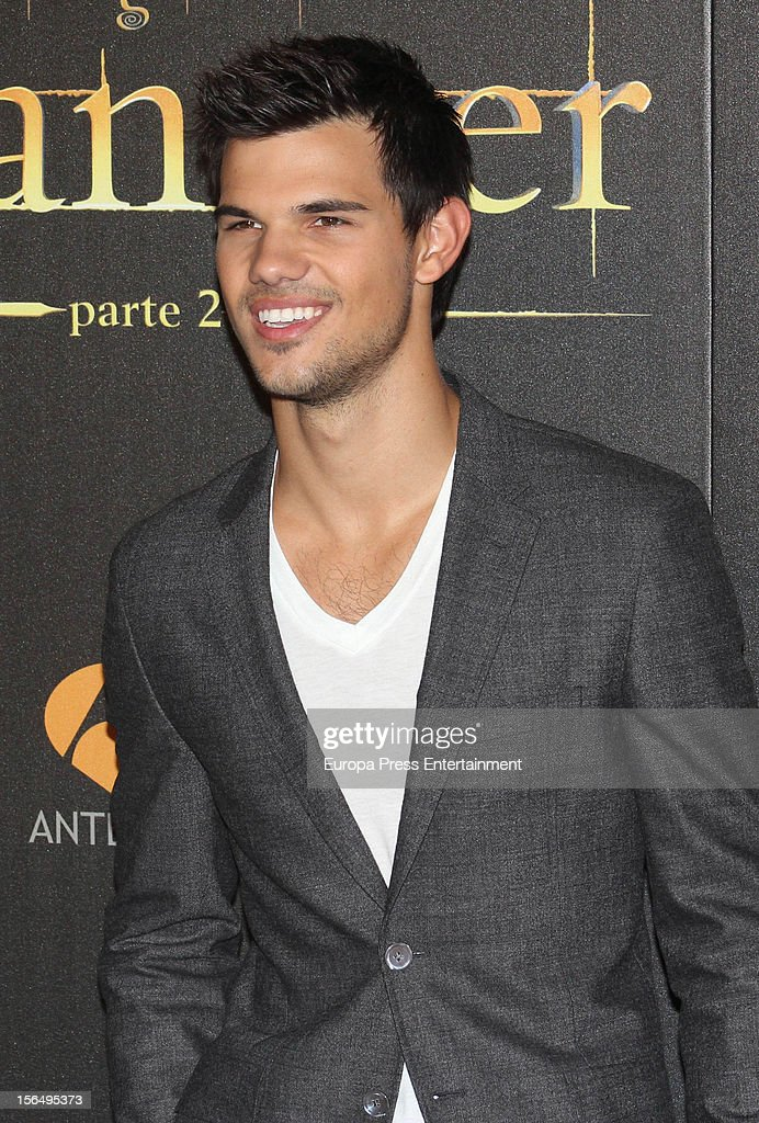 Taylor Lautner attend 'The Twilight Saga: Breaking Dawn - Part 2' photocall at Kinepolis Cinema on November 15, 2012 in Madrid, Spain.