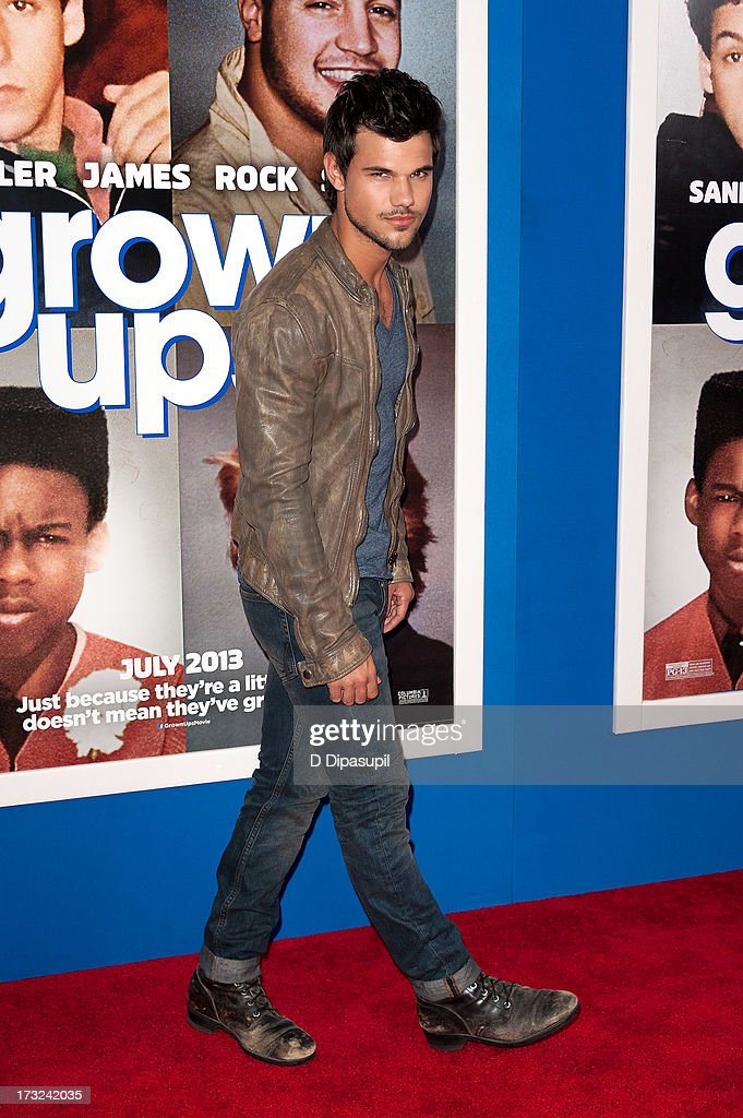 Taylor Lautner attends the 'Grown Ups 2' New York Premiere at AMC Lincoln Square Theater on July 10, 2013 in New York City.