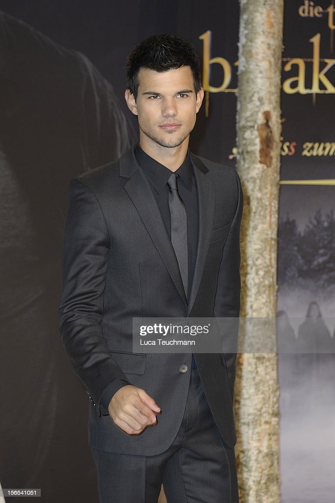 <a gi-track='captionPersonalityLinkClicked' href=/galleries/search?phrase=Taylor+Lautner&family=editorial&specificpeople=228959 ng-click='$event.stopPropagation()'>Taylor Lautner</a> attends the 'Twilight Saga: Breaking Dawn Part 2' Germany Premiere at CineStar on November 16, 2012 in Berlin, Germany.
