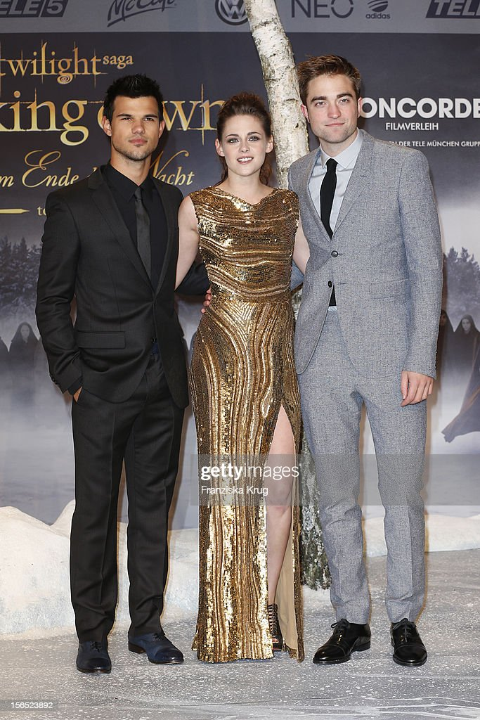 <a gi-track='captionPersonalityLinkClicked' href=/galleries/search?phrase=Taylor+Lautner&family=editorial&specificpeople=228959 ng-click='$event.stopPropagation()'>Taylor Lautner</a>, <a gi-track='captionPersonalityLinkClicked' href=/galleries/search?phrase=Kristen+Stewart&family=editorial&specificpeople=2166264 ng-click='$event.stopPropagation()'>Kristen Stewart</a> and <a gi-track='captionPersonalityLinkClicked' href=/galleries/search?phrase=Robert+Pattinson&family=editorial&specificpeople=734445 ng-click='$event.stopPropagation()'>Robert Pattinson</a> attend the 'Twilight Saga: Breaking Dawn Part 2' Germany Premiere at CineStar on November 16, 2012 in Berlin, Germany.