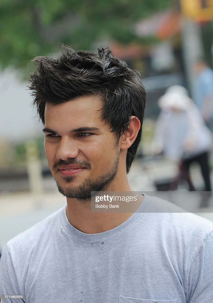 <a gi-track='captionPersonalityLinkClicked' href=/galleries/search?phrase=Taylor+Lautner&family=editorial&specificpeople=228959 ng-click='$event.stopPropagation()'>Taylor Lautner</a> on the set of 'Tracers' on June 24, 2013 in New York City.