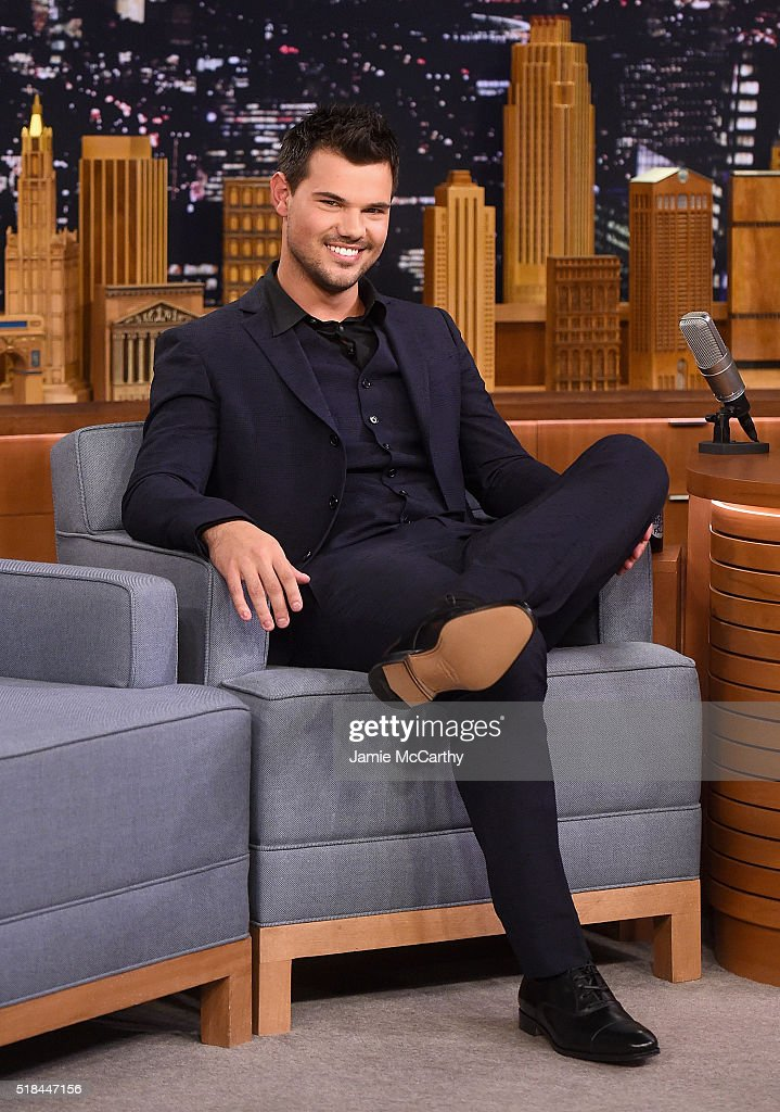 Taylor Lautner visit's 'The Tonight Show Starring Jimmy Fallon' at NBC Studios on March 31 2016 in New York City
