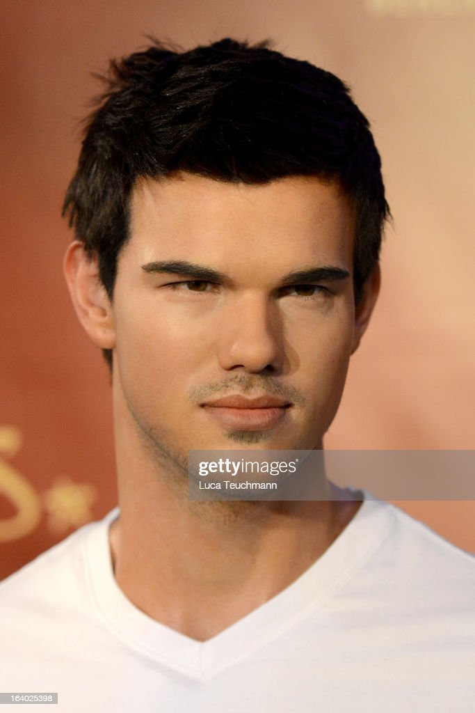<a gi-track='captionPersonalityLinkClicked' href=/galleries/search?phrase=Taylor+Lautner&family=editorial&specificpeople=228959 ng-click='$event.stopPropagation()'>Taylor Lautner</a> wax figure as it is unveiled at Madame Tussauds Berlin on March 19, 2013 in Berlin, Germany.