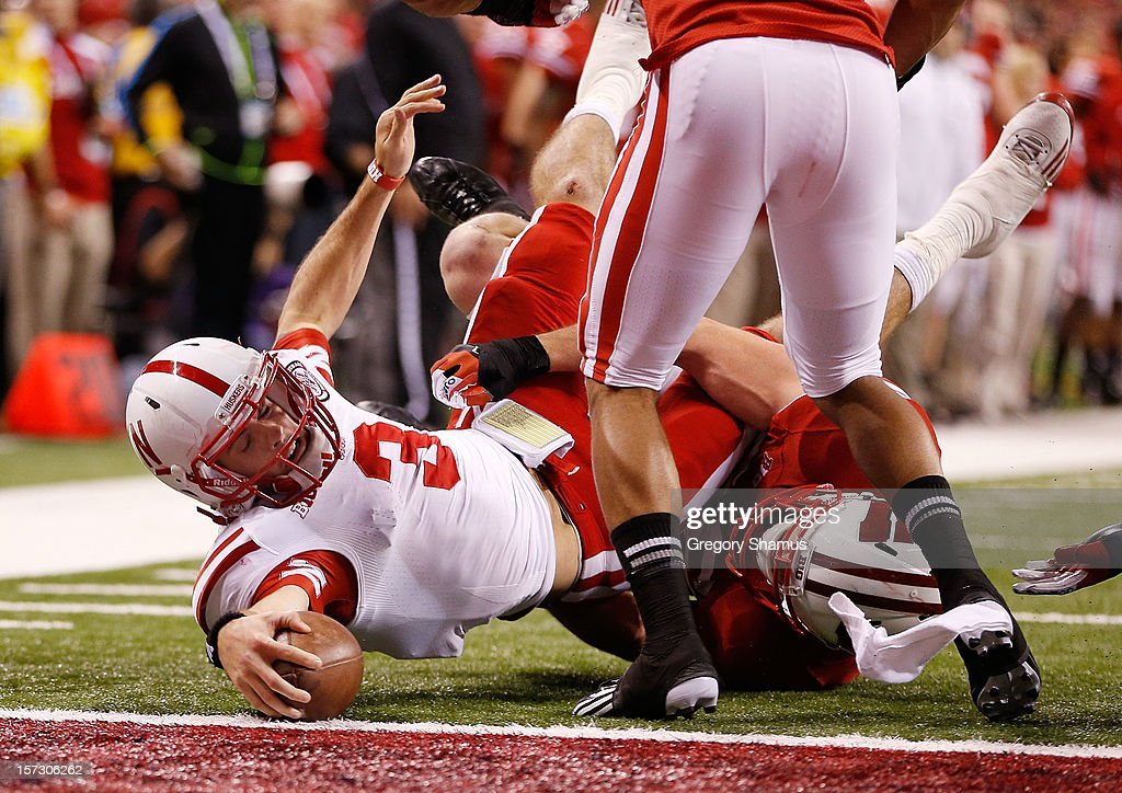 <a gi-track='captionPersonalityLinkClicked' href=/galleries/search?phrase=Taylor+Martinez&family=editorial&specificpeople=7175179 ng-click='$event.stopPropagation()'>Taylor Martinez</a> #3 of the Nebraska Cornhuskers stretches for a third quarter touchdown during the Big 10 Conference Championship Game at Lucas Oil Stadium on December 1, 2012 in Indianapolis, Indiana. Wisconsin won the game 70-31.