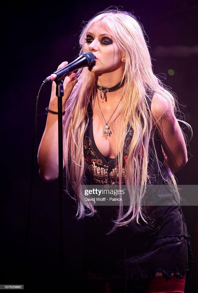 Taylor Momsen Performs At La Maroquinerie   Getty Images Taylor Momsen Live