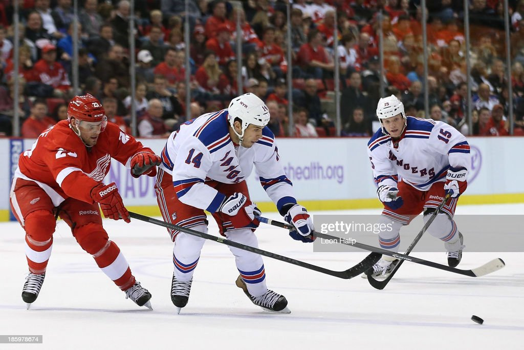 <a gi-track='captionPersonalityLinkClicked' href=/galleries/search?phrase=Taylor+Pyatt&family=editorial&specificpeople=204508 ng-click='$event.stopPropagation()'>Taylor Pyatt</a> #14 of the New York Rangers battles for puck control against <a gi-track='captionPersonalityLinkClicked' href=/galleries/search?phrase=Brian+Lashoff&family=editorial&specificpeople=5529056 ng-click='$event.stopPropagation()'>Brian Lashoff</a> #23 of the Detroit Red Wings during the third period of the game at Joe Louis Arena on October 26, 2013 in Detroit, Michigan. The Rangers defeated the Red Wings 3-2.