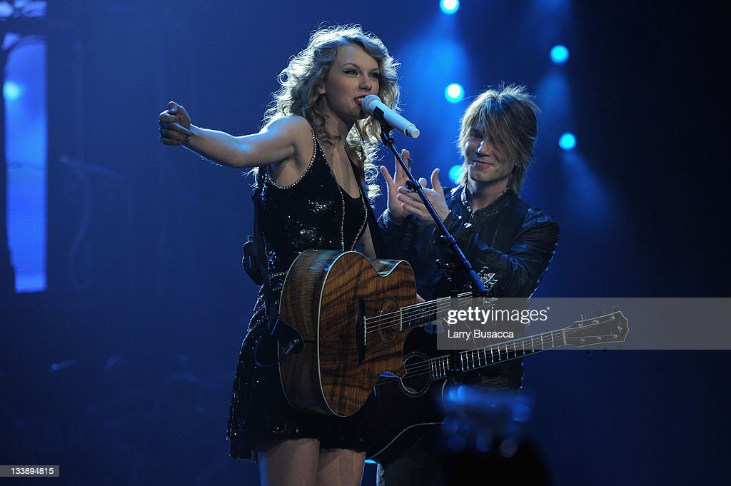 <a gi-track='captionPersonalityLinkClicked' href=/galleries/search?phrase=Taylor+Swift&family=editorial&specificpeople=619504 ng-click='$event.stopPropagation()'>Taylor Swift</a> and Johnny Rzeznik of the Goo Goo Dolls perform during the 'Speak Now World Tour' at Madison Square Garden on November 21, 2011 in New York City. <a gi-track='captionPersonalityLinkClicked' href=/galleries/search?phrase=Taylor+Swift&family=editorial&specificpeople=619504 ng-click='$event.stopPropagation()'>Taylor Swift</a> wrapped up the North American leg of her SPEAK NOW WORLD TOUR with two sold-out shows at Madison Square Garden this week. In 2011, the tour played to capacity crowds in stadiums and arenas over 98 shows in 17 countries spanning three continents, and will continue in 2012 with shows Australia and New Zealand.