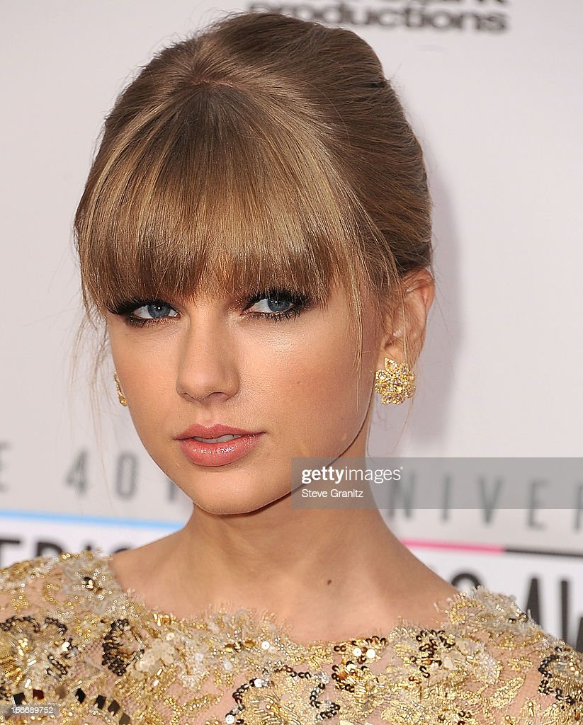 <a gi-track='captionPersonalityLinkClicked' href=/galleries/search?phrase=Taylor+Swift&family=editorial&specificpeople=619504 ng-click='$event.stopPropagation()'>Taylor Swift</a> arrives at the 40th Anniversary American Music Awards at Nokia Theatre L.A. Live on November 18, 2012 in Los Angeles, California.