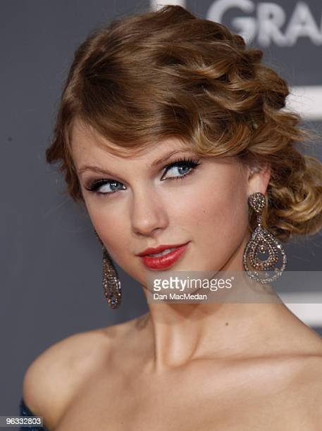 Taylor Swift arrives at the 52nd Annual GRAMMY Awards held at Staples Center on January 31 2010 in Los Angeles California